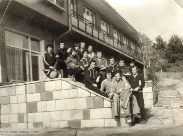 ФК Минерал Сланотрън
