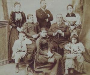Илия Цанов със семейството си и брат си Найчо Цанов 1890г.