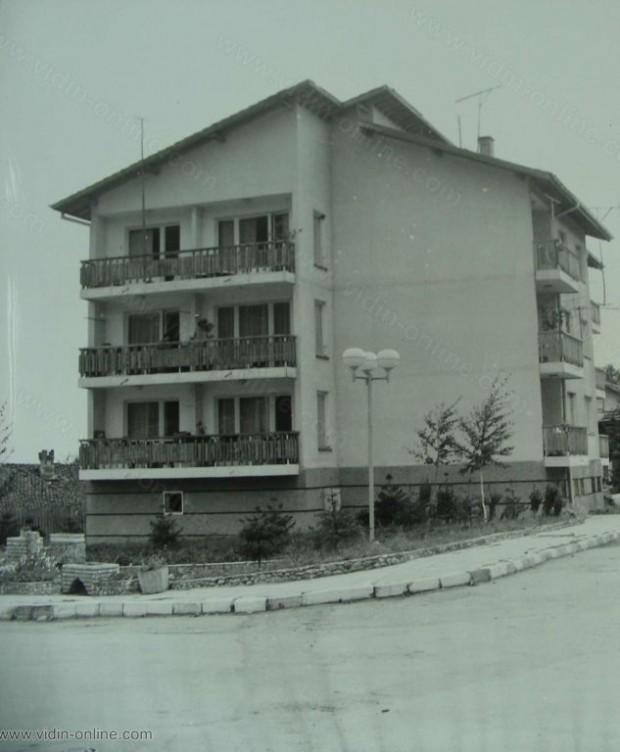 През 8-та петилетка за тудещите се от Видински окръг бяха построени 4486 бр. нови жилищни блока. На снимката: жилищен блок в село Чупрене