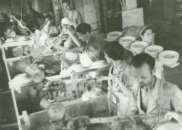 Видин, порцеланова фабрика Г. Младенов. Производство на чинии, продавани и в Турция. 1946 г.