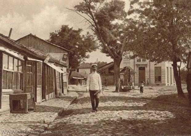 Улица в калето в град Видин. От зад и вдясно е сладкарница Малина