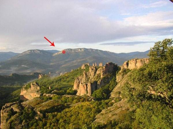 Местонахождение на пещерата - поглед от гр. Белоградчик