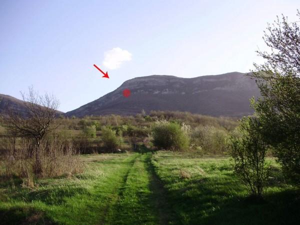 Местонахождение на пещерата - поглед от с. Пролазница