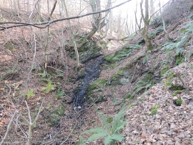Водопад по пътя за село Върбово