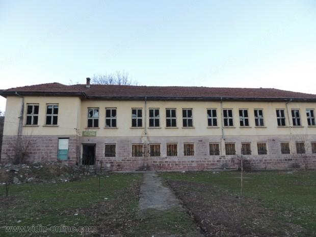 Училището в Гюгрич