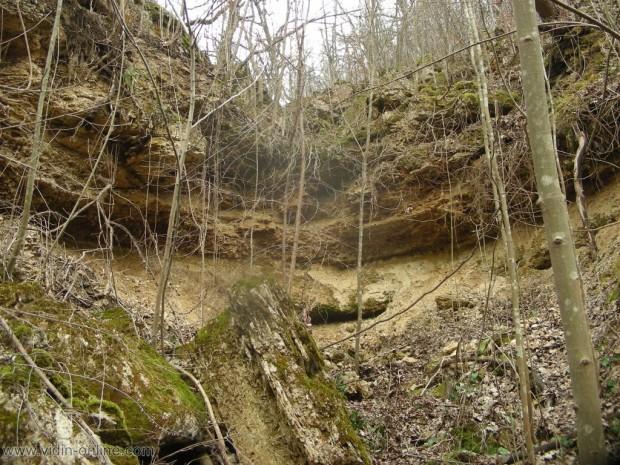 пресъхнал водопад до село Каленик