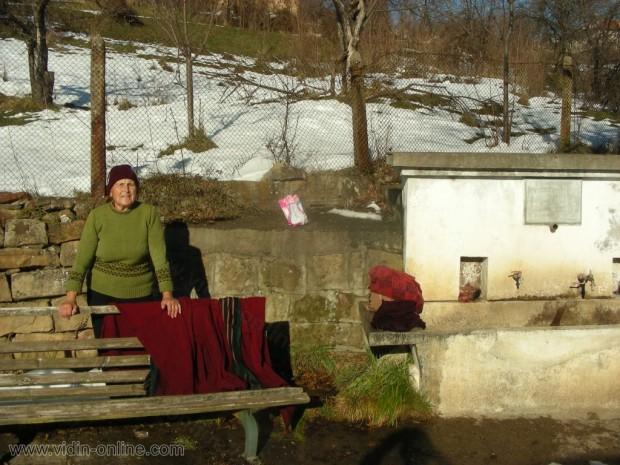 Възрастна жена в село Праужда