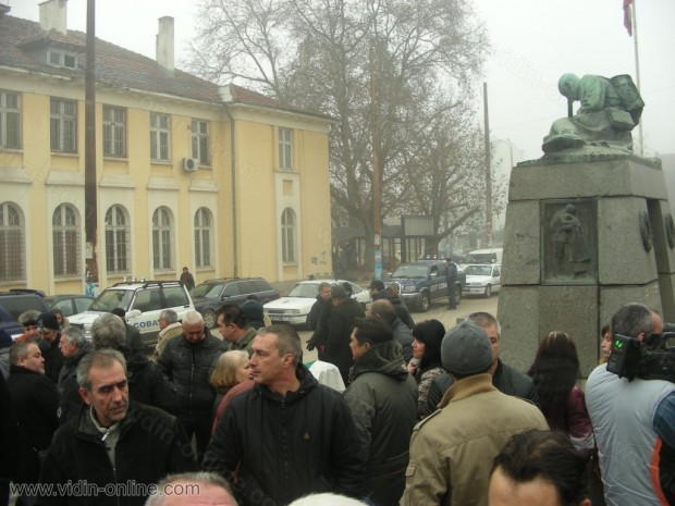 Протест до скърбящия войн