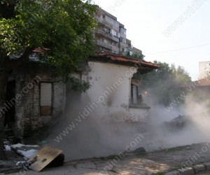 Събаряне на опасна сграда