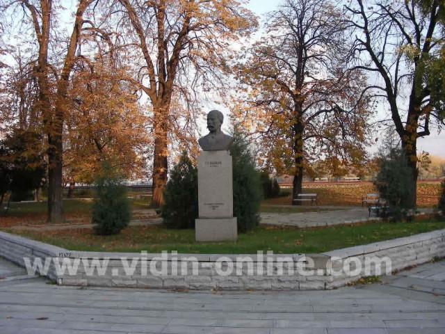 Паметник на Г.Раковски във Видин