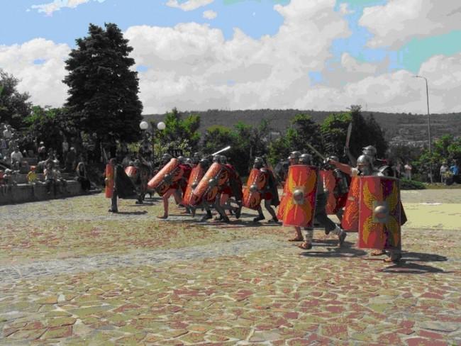 Възстановка на бойна сцена на римски легионери