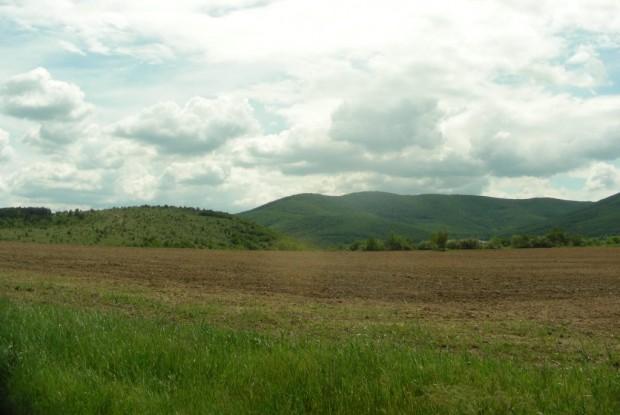 Сборният пункт на въстаниците е на близкото възвишение в ляво наречено Влаховишка могила
