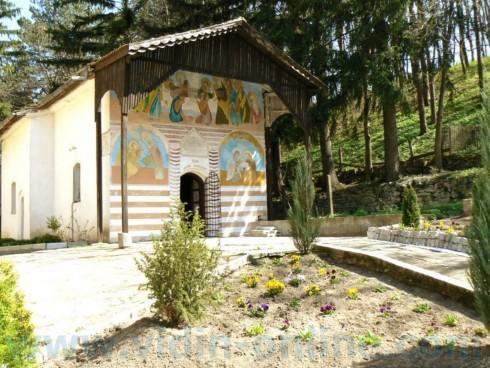 Архимандрит Василий: Осем години продължи ремонтът на монашеското общежитие в Изворския манастир