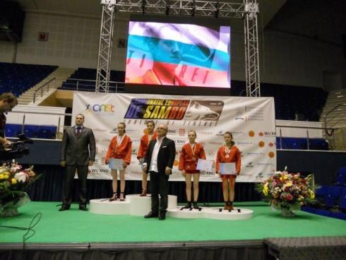 Герго Гергов награди европейски шампионки по самбо от видински клуб
