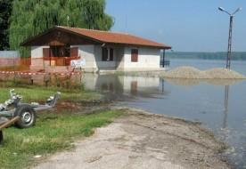 Високите подпочвени води наводниха отново мазетата на жителите от село Симеоново