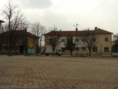 Обновяват читалищтната сграда в село Бойница
