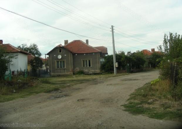 Улиците в село Дреновец не са асфалтирани от години