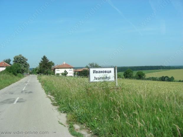 Населението на село Ивановци само почиства гробищния парк