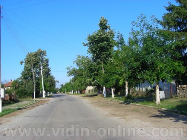 Иван Каменов, кмет на Община Макреш: Със собствени средства Общината обновява улици в малките населени места
