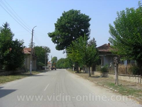 В село Цар Шишманово тече усилена подготовка за зимата