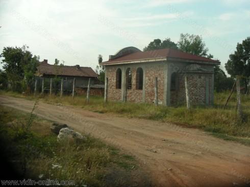 От 2005 година започва изграждането на православен параклис във видинското село Тополовец