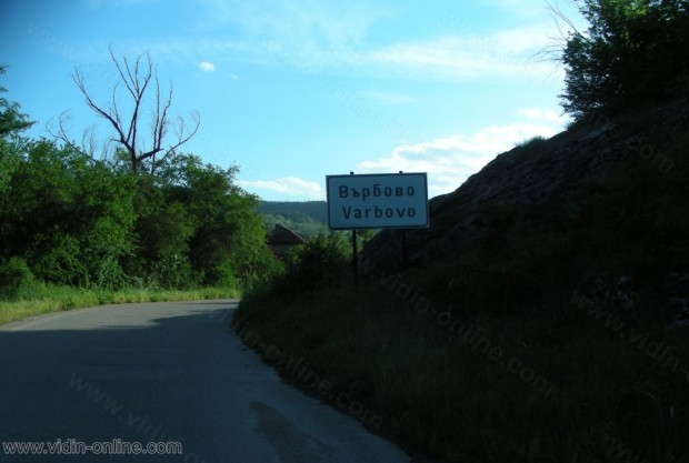 50 са жителите на село Върбово и редовно почистват коритото на местната река
