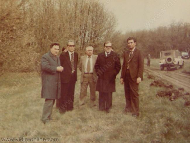 Петър Младенов е вторият от дясно на ляво