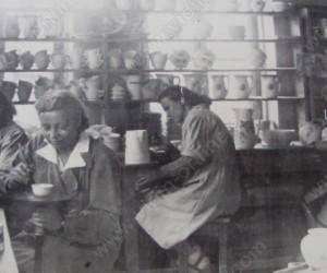 Цех ДЕКОРАЦИЯ при порцеланова фабрика ГЕОРГИ МЛАДЕНОВ Видин 1939