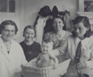 Здравносъвещателната станция във Видин с ръководител др.Лидия Власева и сестра-посетителка Катя Кузманова 1935